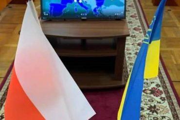 Flagi Państwowe Polski i Ukrainy na tle mapy Unii Europejskiej